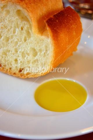 4965073 パンとオリーブオイル