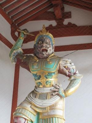 中門の二天王像(阿形)