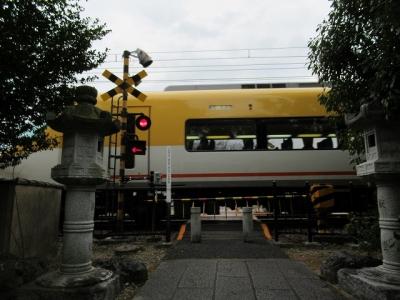 休ケ岡八幡宮前の踏切