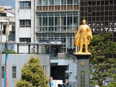 岐阜駅前の信長像