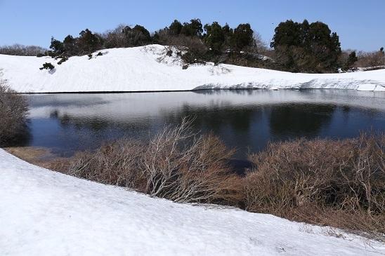 雪のドンデン池