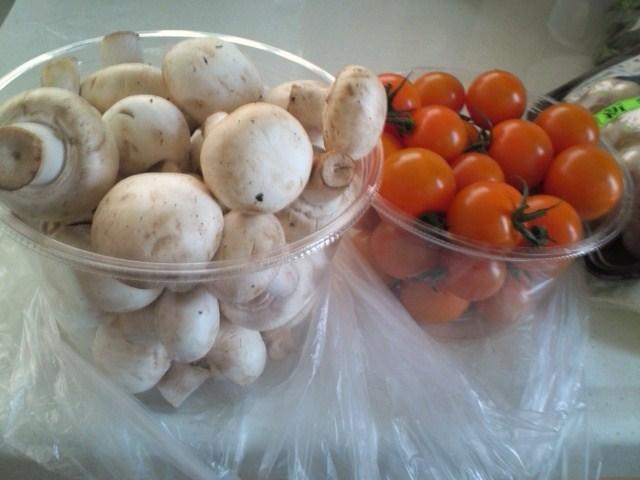 てんこもりマッシュルームとミニトマト