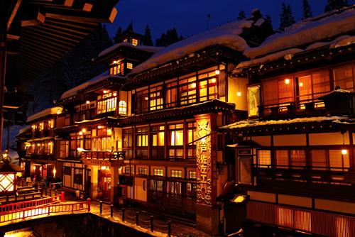 銀山温泉・冬の雪夜景
