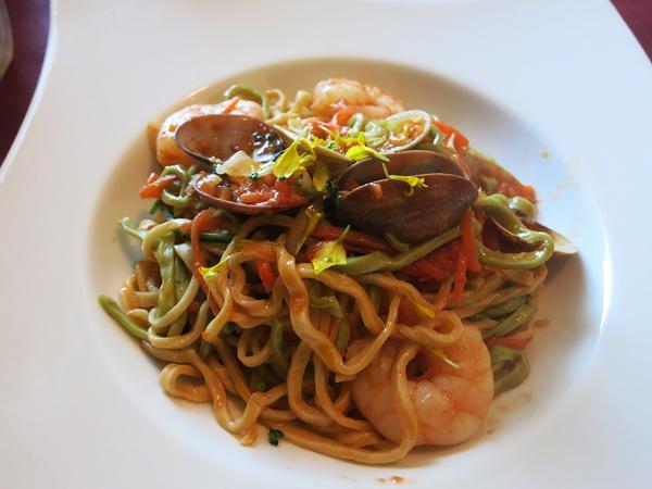 レストラン Ari あさりとエビのトマトソース