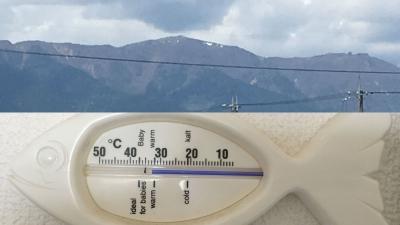 比良山には残雪、室内気温32度!!