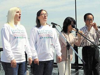 英語版琵琶湖周航の歌を歌う米国人姉妹