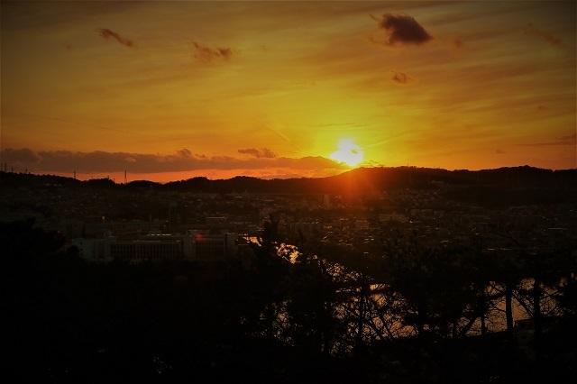 野島公園展望台で日没風景を