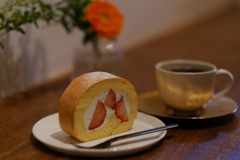 27石かわ珈琲イチゴのロールケーキ