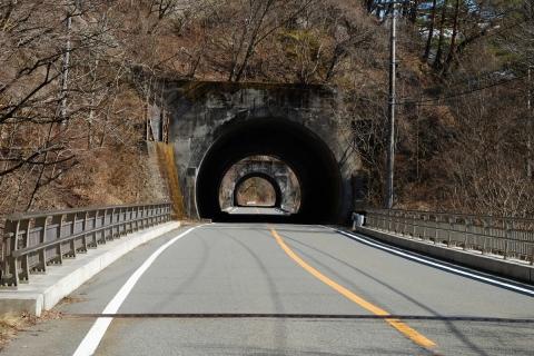 37本栖みちトンネル