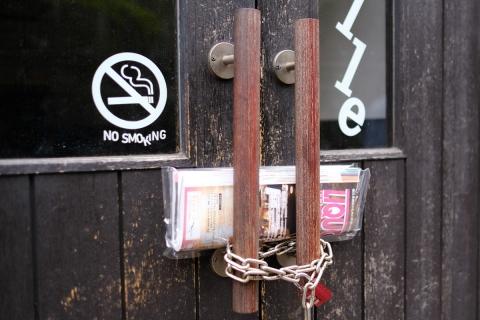 03鎖掛けのドア
