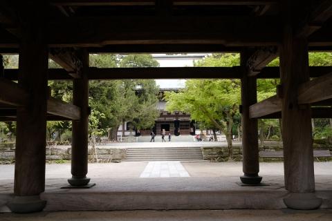 05円覚寺山門から見る仏殿