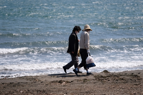 18江の島東浜ご婦人二人