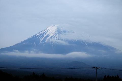 59雲がかかり始めた富士山
