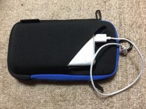 ナカバヤシのスマホポーチにモバイルバッテリーを収納