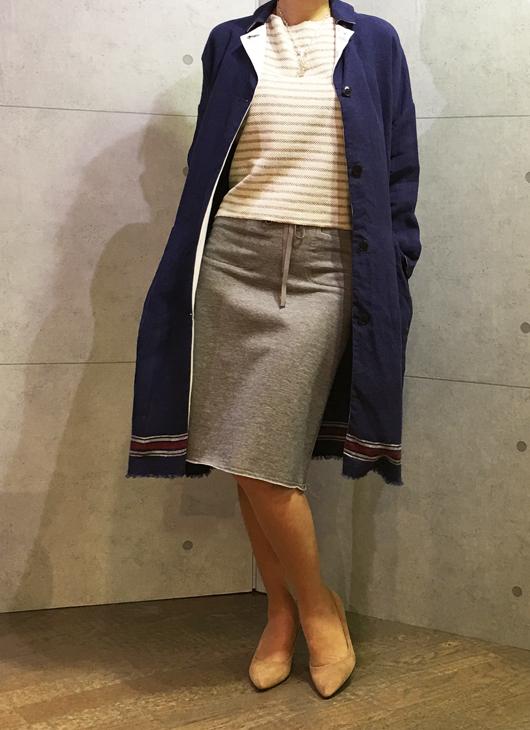ヨシコンドウの裾ライン入りコート