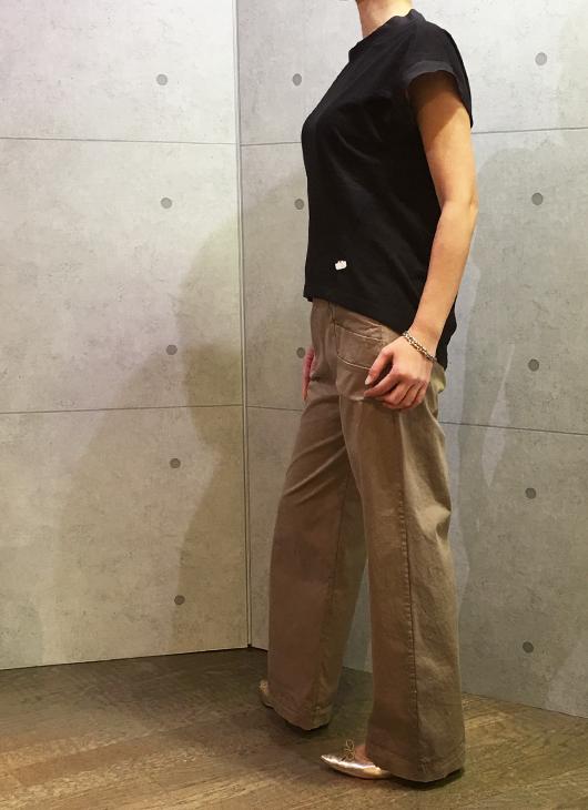 ヨシコンドウのビックTシャツとトランジットのワイドパンツ
