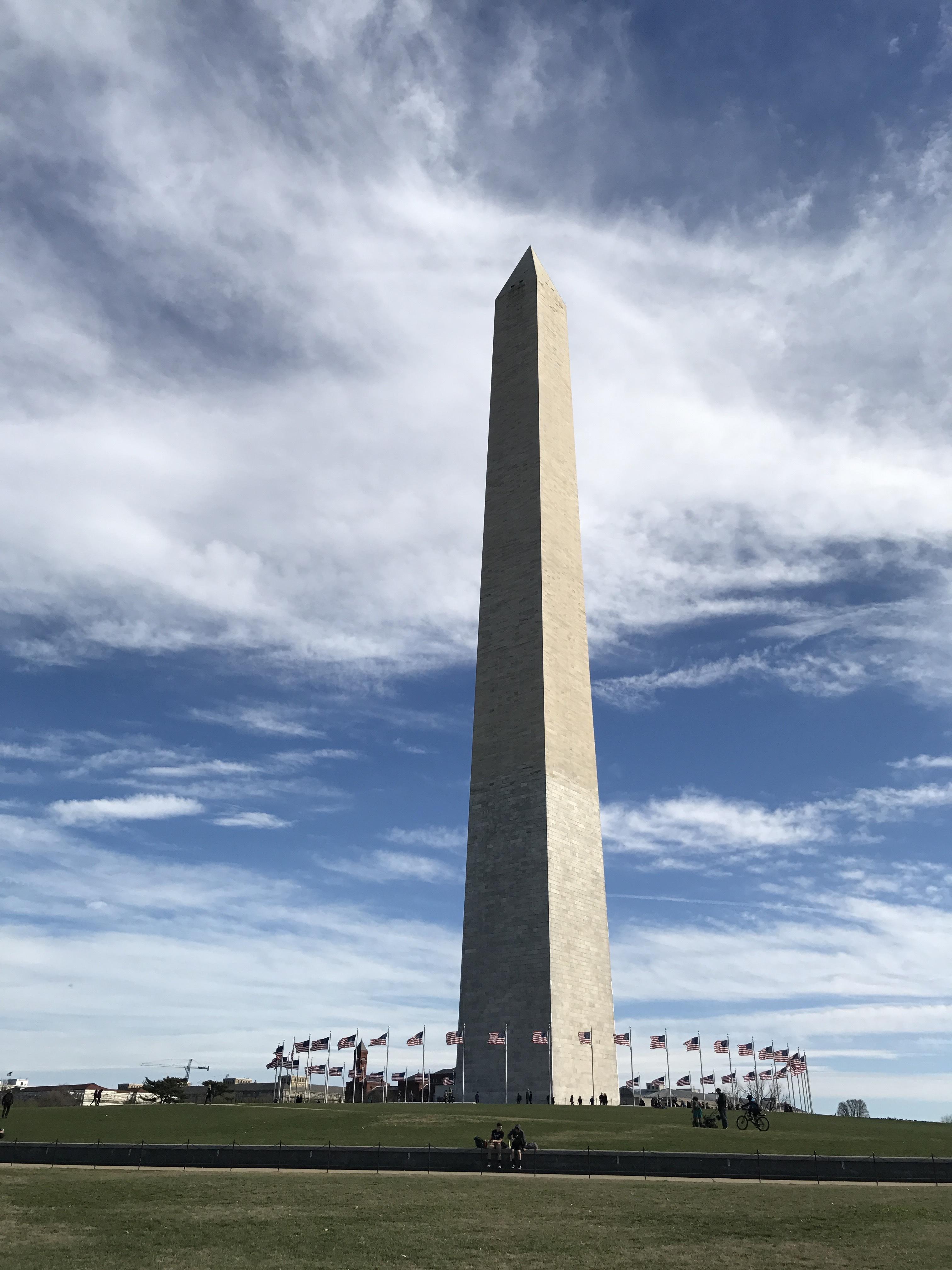 ジョージ・ワシントン記念塔。この周辺の「世界の中心」感がすごい。なんかすごかった