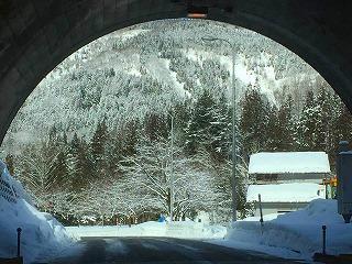 正間トンネルを抜けると