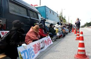 d51711e2aaa07dc2a6b38efde9e89950抗議市民を一時拘束