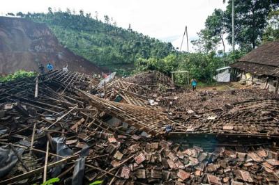 img_c196af5e2f6b9ecda8ec32d7dc0c3a5c32622インドネシアで土砂崩れ3