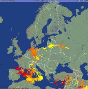 C8bfSrhXgAA2zm_48時間で10万回の雷