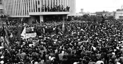 31gCGPuC2万人と対峙した900人の警察官