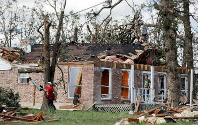 C-uLSXBWAAAsvEr米テキサス州など南部で竜巻や嵐