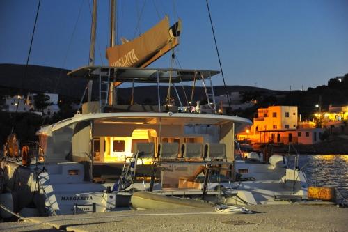Iraklia Port night Margarita