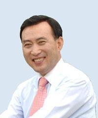 日本学の専門家であるイ・ナムギョ(李南教)