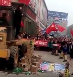 3月5日頃、支那でロッテ製品を重機で踏み潰すデモが行われる!