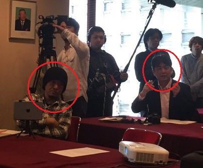 左から、しばき隊の野間、安田。朝日新聞の北野隆一。神奈川新聞の石橋学。