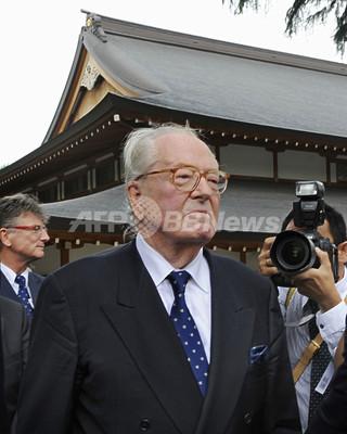 来日中のフランスの極右政党、国民戦線(FN)のジャンマリ・ルペン(Jean-Marie Le Pen)党首が14日、靖国神社を参拝した。