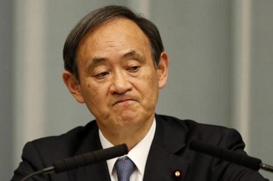 菅義偉官房長官は「邦人保護を考えることも当然、必要だと判断した。最終的に、安倍晋三総理大臣が外務大臣などからさまざまな情報を収集したうえで、判断を下したということだ」と述べた。