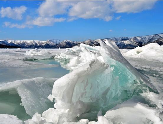 湖の氷、稲妻のように隆起no1
