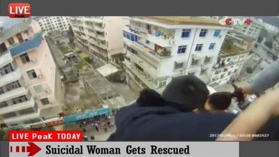 【危機一髪!】投身自殺しようとした妻を助けた緊迫映像!