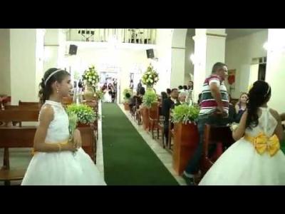 【衝撃!】結婚式でバージンロードを歩く花嫁の後ろから・・・・・発砲!(観覧注意)