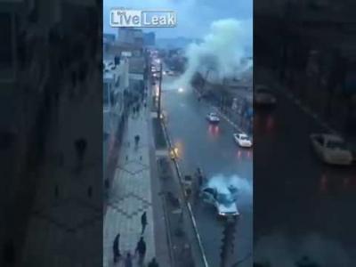 【衝撃!】落雷で車が爆発・・・・・あれっ!