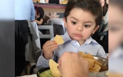 【笑える!】子供のチップスをつまみ食いしたら・・・・・