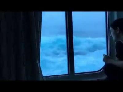 【スゴイ!】嵐に遭遇した客船から!沈没寸前???