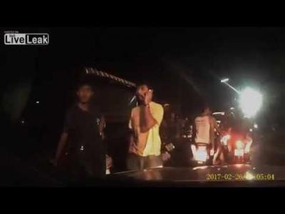 【Fight!】路上の喧嘩で発砲・・・・怯まない若者たち!