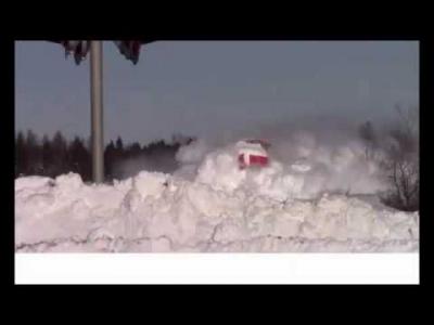 【スゴイ!】すごい馬力の電車が大雪を跳ね飛ばす!