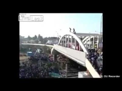 【苦笑】橋から飛び降り自殺を図る・・・・・ネット目がけてなかった?