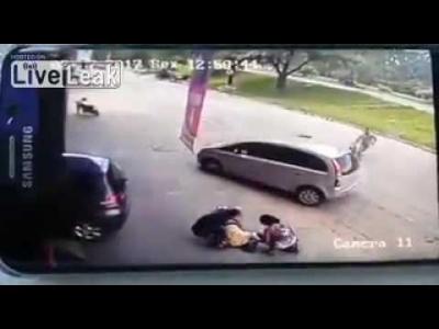 【衝撃!】歩いていたらタイヤが飛んできた!