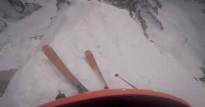 【苦笑】何でこんなところで・・・・・スキーするところじゃない!