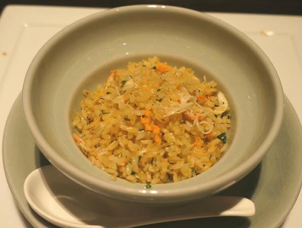 20170407 チャイナルーム 6 タラバガニと上海蟹卵入り炒飯 21㎝DSC08141