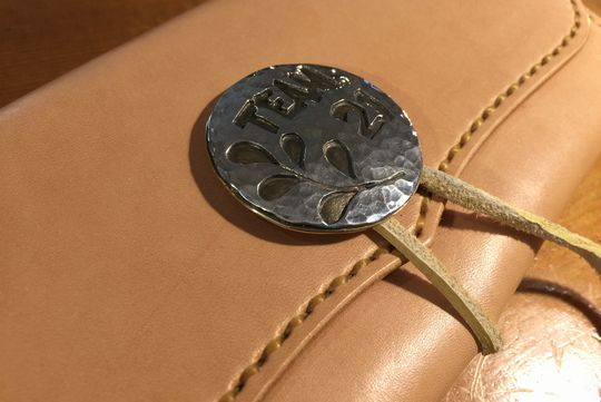 紐留めの長財布