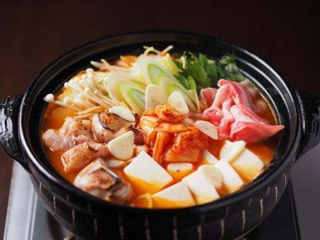 炙り鶏肉と豚バラのキムチ鍋01
