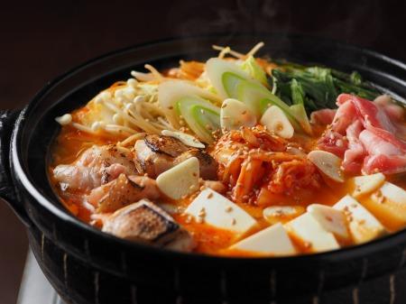 炙り鶏肉と豚バラのキムチ鍋35