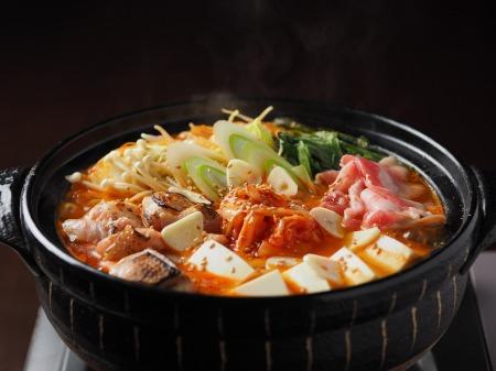 炙り鶏肉と豚バラのキムチ鍋37