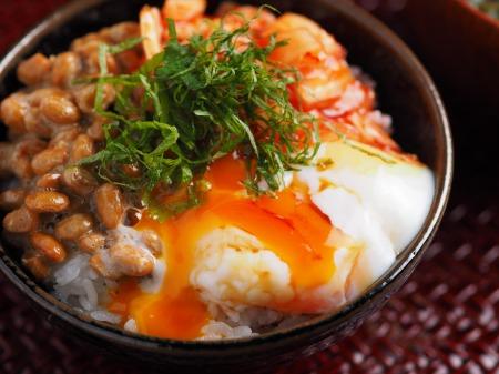 温泉卵でキムチ納豆TKG10